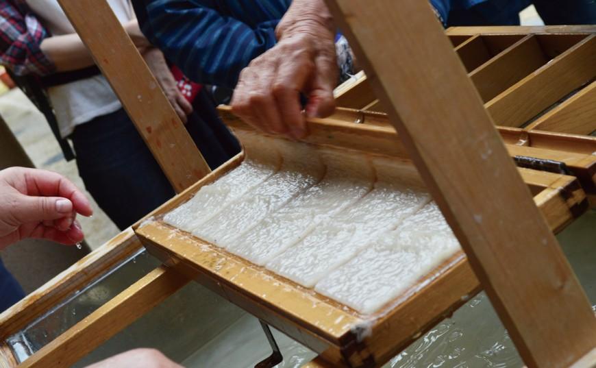 今なお語り継がれる『玉取伝説』お話の郷散策と伝統の紙漉き体験